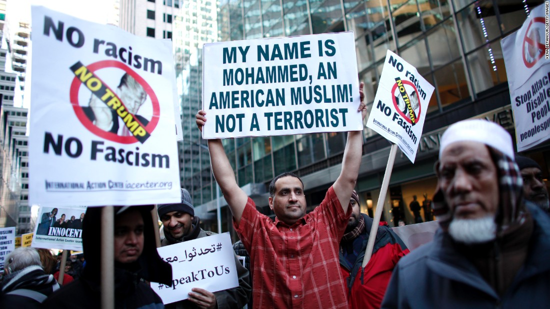 151223114048-donald-trump-muslim-ban-protest-super-169