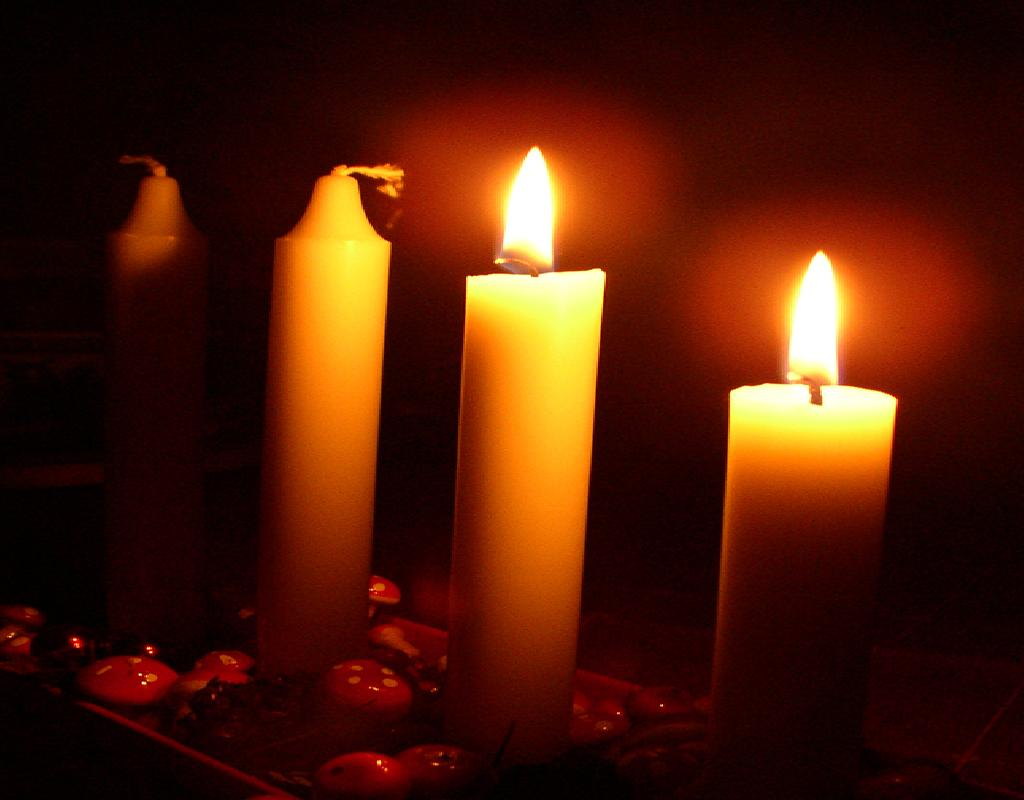 advent-wreath-two-candles
